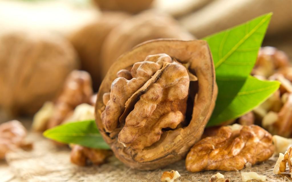 Грецкий орех - отличное средство для профилактики и лечения щитовидной железы