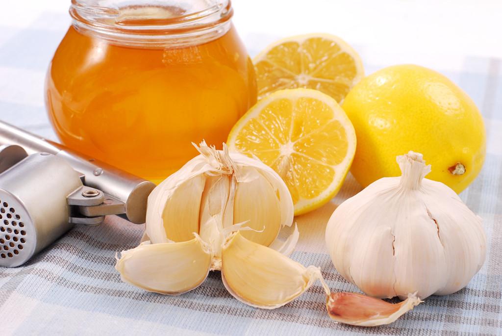Мед, лимон, чеснок для лечения сердечной одышки народными средствами