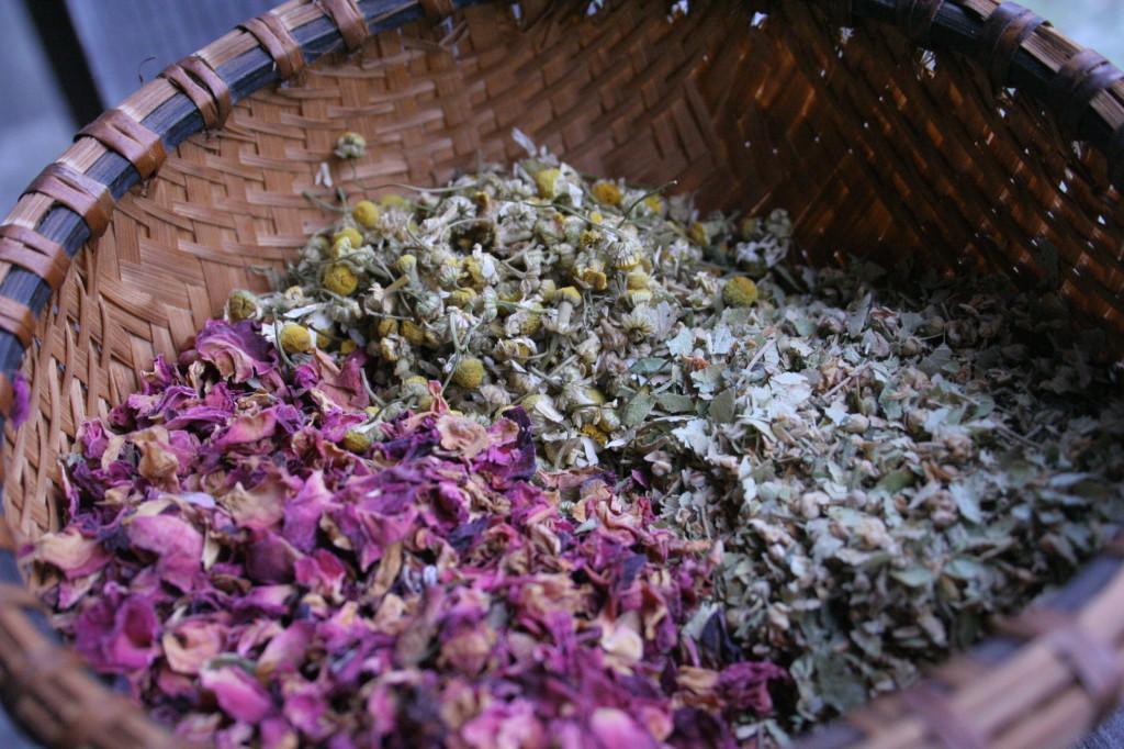 Травяные ванны для лечения воспаления придатков народными средствами