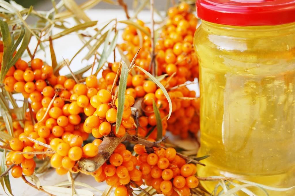 Облепиховое масло обладает еще большим спектром свойств, нежели свежие плоды